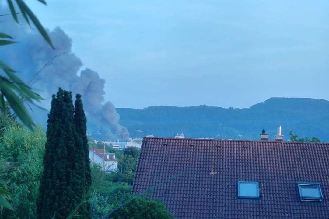 Blick von Grenzach-Wyhlen nach Prattel...Betrieb für Kunststoffgalvanisierung.   | Foto: Gerlinde Wildt