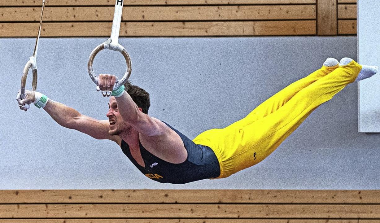 Nur nicht durchhängen: Die Leistungstu...ten am Samstag beeindruckende Übungen.  | Foto: Wolfgang Scheu