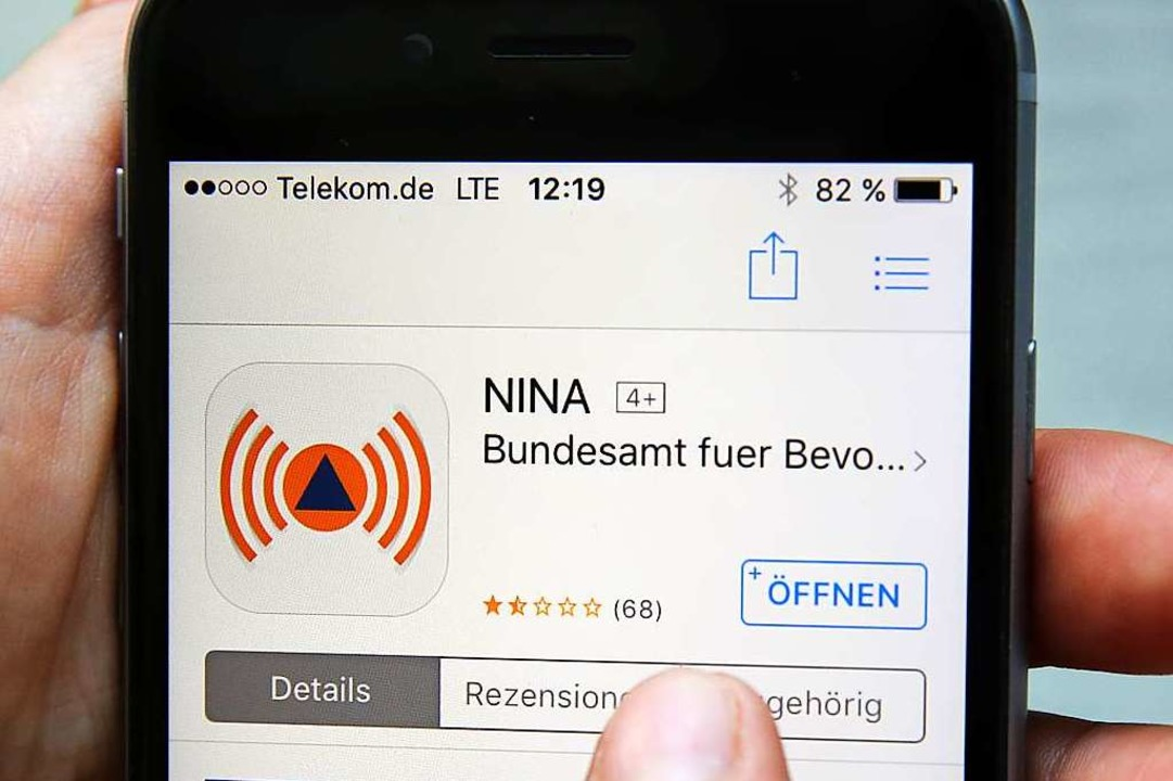 Liegt eine allgemeine Gefährdung vor, ...#8220; über das Smartphone informiert.  | Foto: Bernd Wüstneck