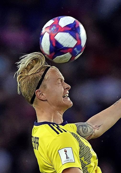 Sicherte Schweden per Kopfballabwehr den Sieg: Nilla Fischer  | Foto: KENZO TRIBOUILLARD (AFP)