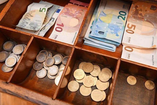 Besucher von Kabarettveranstaltung in Kirchzarten jagen Gelddieb