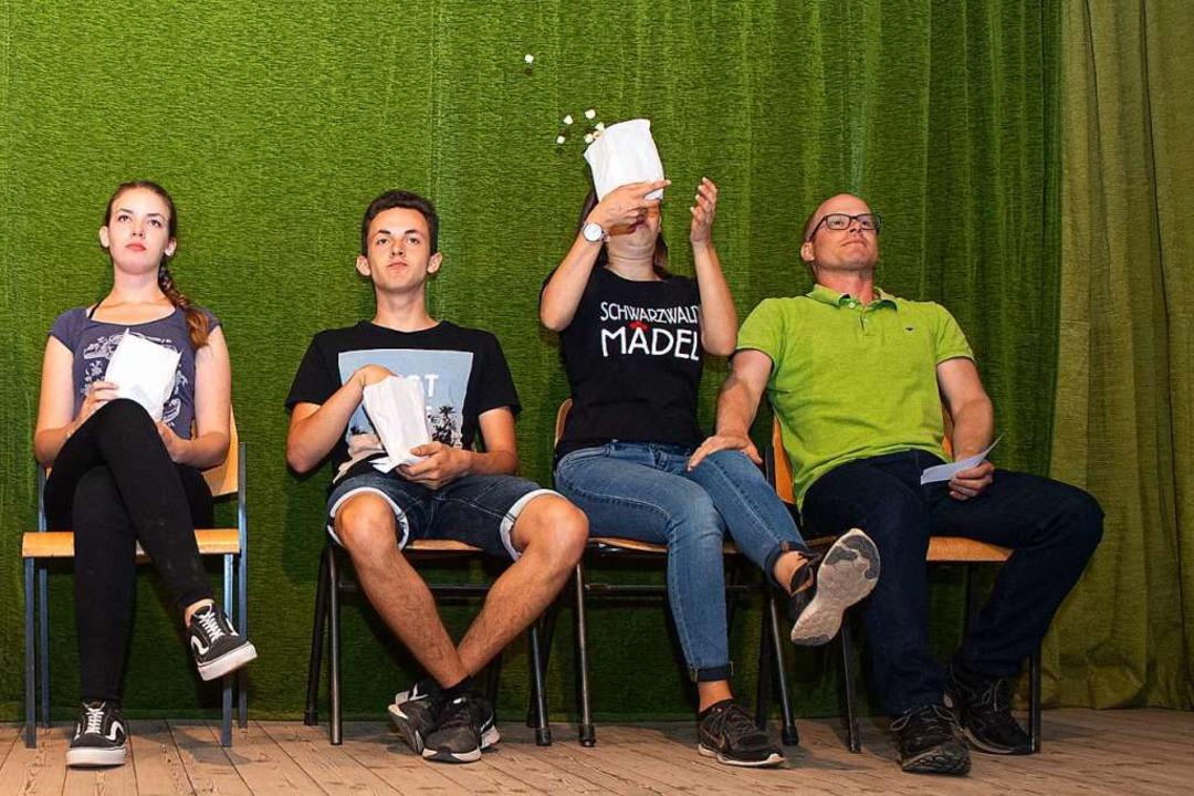 Die Theatergruppe im stillen Kino. Ohne Worte, dafür viel Emotion.  | Foto: Wolfgang Scheu