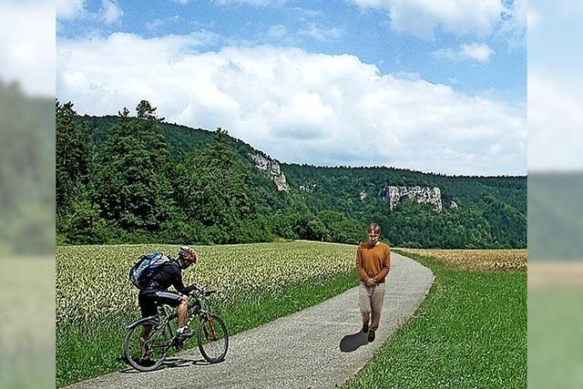 Daniel Beerstecher als lebendige Skulptur im Slow Walk ab Donaueschingen