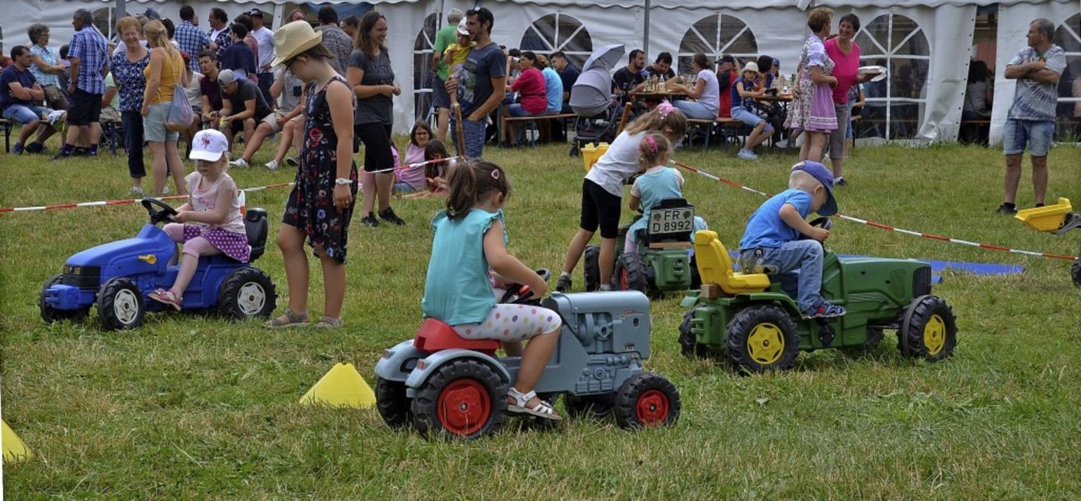 Auch die Jüngsten waren beim Bulldog-Wettbewerb mit von der Partie.   | Foto: Markus Straub