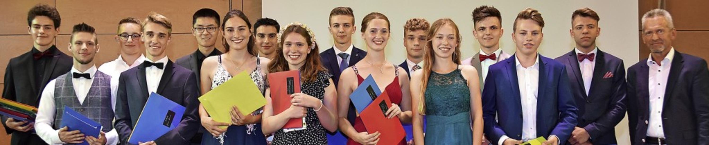 Einige Schüler bekamen Preise für beso...eistungen in einzelnen Fachbereichen.   | Foto: Andrea Steinhart