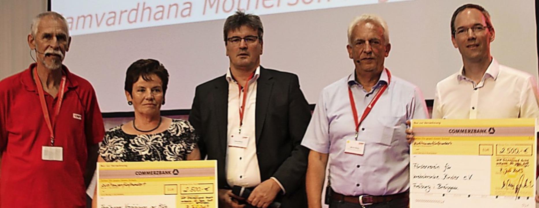 Gerhard Amann (links), Anton Simon und...m Förderverein für krebskranke Kinder.  | Foto: Mario Schöneberg