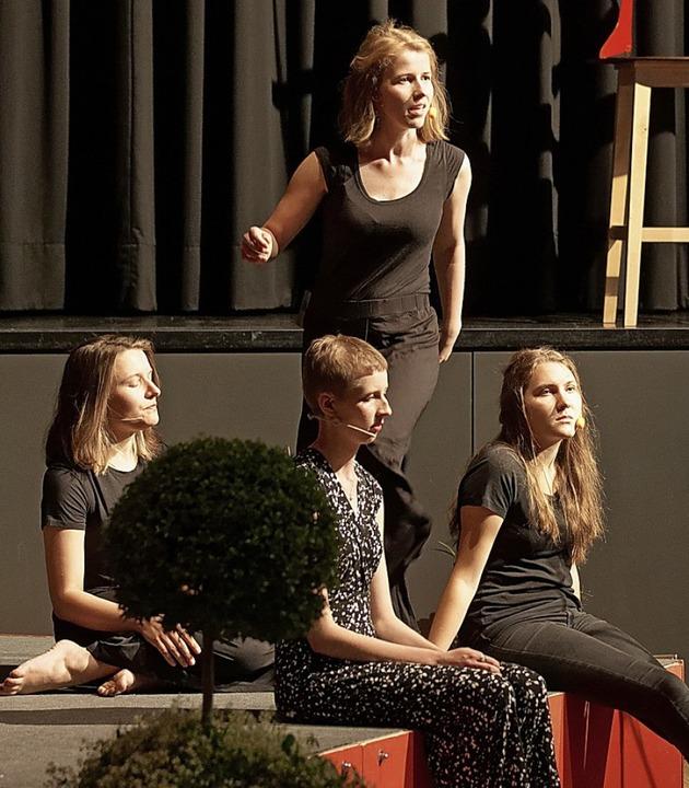 Studentinnen rezitierten zum Lese-Lenz-Auftakt Gedichte.   | Foto: Wendelinus Wurth