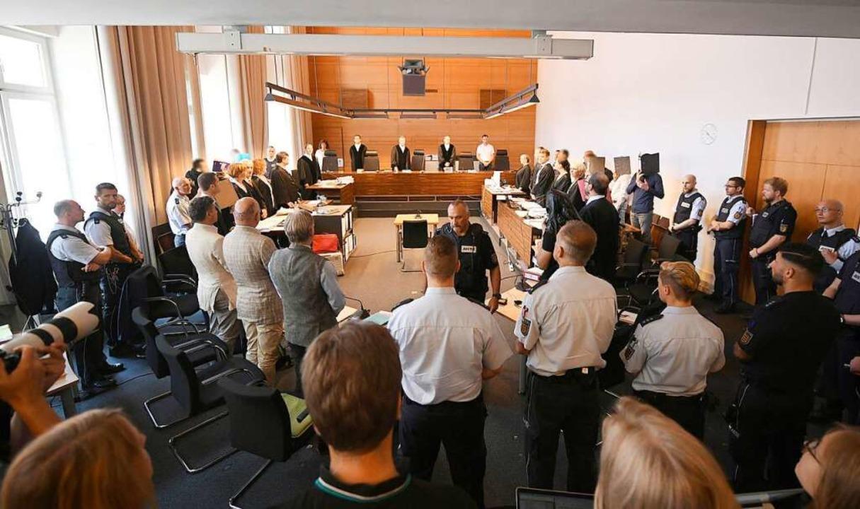 Am dritten Verhandlungstag übte die Ne...ertreterin Kritik an den Verteidigern.  | Foto: Patrick Seeger (dpa)