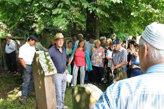 Grabsteine auf dem jüdischen Friedhof erzählen bewegende Geschichten