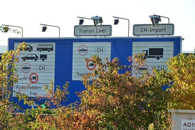 Lkw-Fahrer ignorieren rote Ampeln an der Grenze bei Rheinfelden