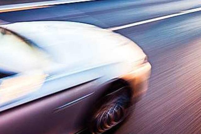 Angeklagter bestreitet illegales Rennen mit 275 PS – Gericht spricht ihn frei