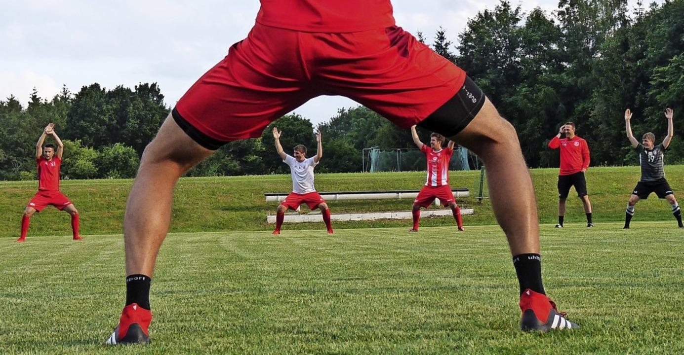 Wehe, es lacht einer: Fußballer ohne  ...ren zu lassen, ist eine Spagat-Übung.   | Foto: Johannes Bachmann