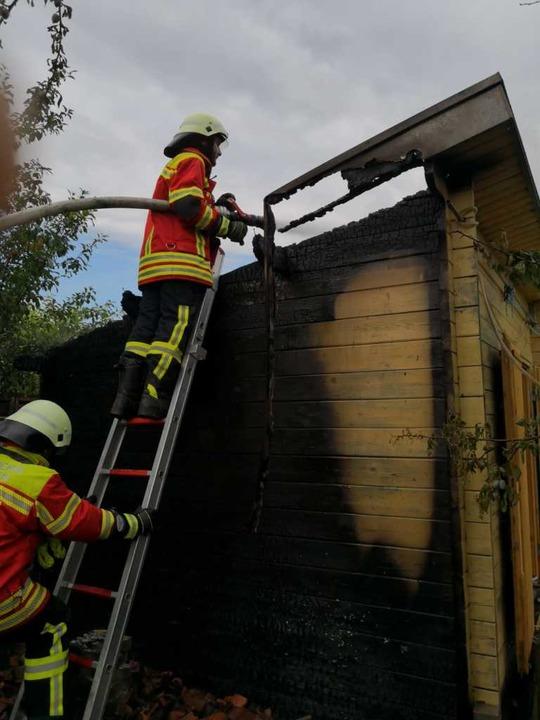 Die Feuerwehr Ebringen hat am Montagmittag eine brennende Rebhütte gelöscht.  | Foto: Feuerwehr Ebringen