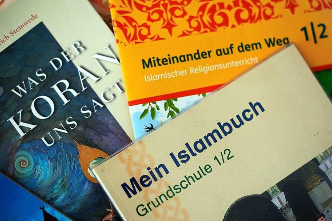 Schulbücher für den Islamunterricht    Foto: Oliver Berg (dpa)