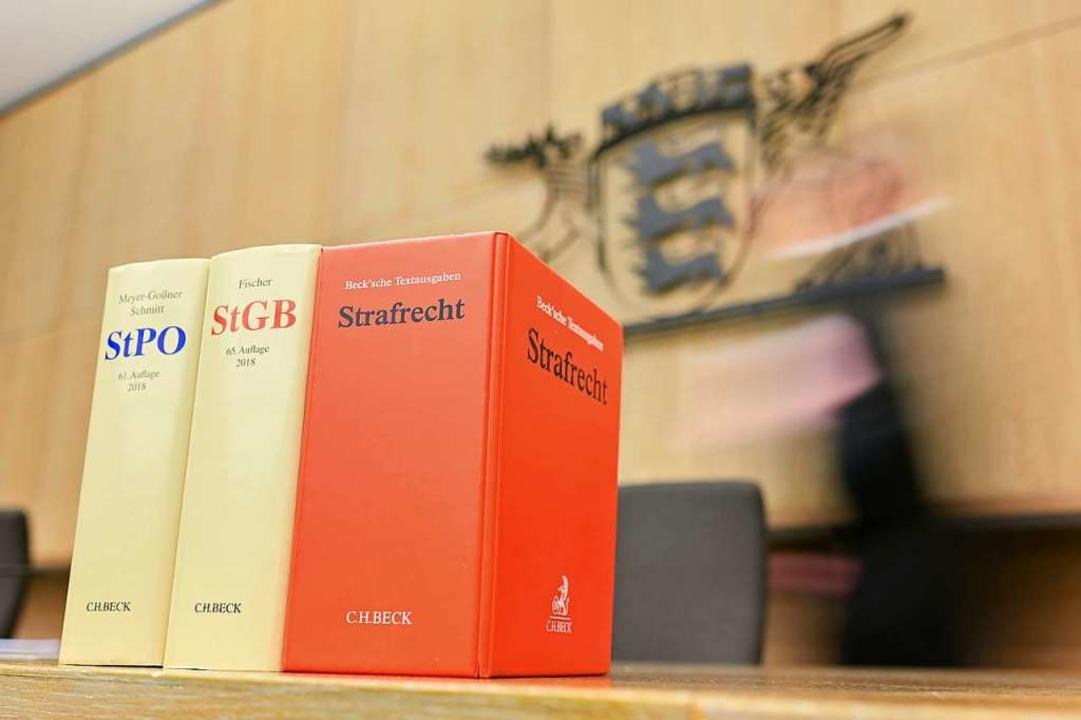 Manche fordern, das Strafrecht zu verschärfen.   | Foto: Uwe Anspach (dpa)