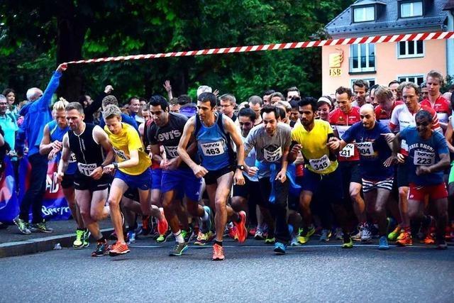 Bei der Freiburger Laufnacht laufen mehr als 2.000 Hobbyläufer ums Münster