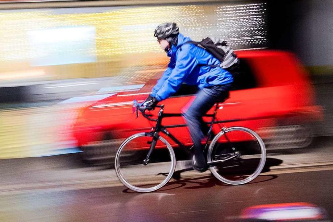 Ein Radfahrer flüchtete nach dem Unfal...nauer beschreiben konnte (Symbolfoto).  | Foto: Julian Stratenschulte