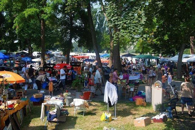 25. Riesen-Flohmarkt auf dem Breisacher Weinfestgelände