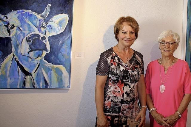 Zwei Künstlerinnen erschaffen eine bunte Welt in Acryl