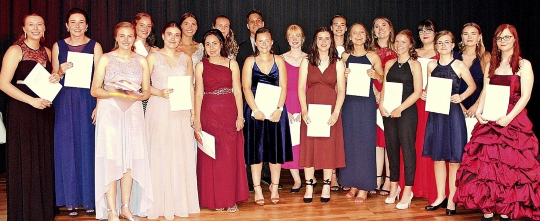 Die besten Absolventen des Abiturjahrgangs 2019 an der Mathilde-Planck-Schule   | Foto: Schule