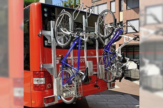 Zwei Buslinien nehmen Velos Huckepack