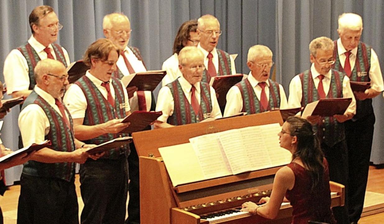 Der Gottenheimer Männergesangverein gr...erdinger Männerchor  in der Festhalle.  | Foto: Mario Schöneberg