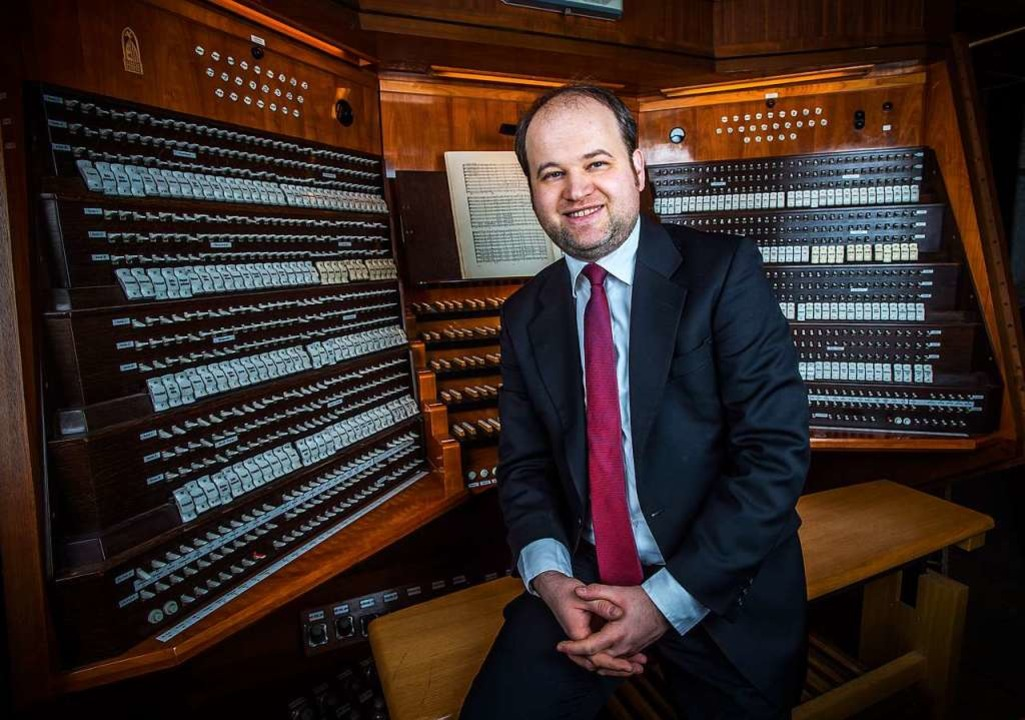 Johannes Unger an der Kemper-Orgel der Lübecker Marienkirche  | Foto: Olaf Malzahn