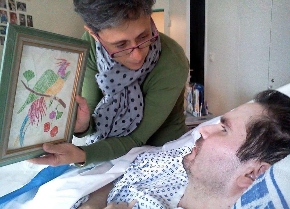 Das am 24. Juni 2014 zur Verfügung ges...ert  und seine Mutter  im Krankenhaus.    Foto: Photopqr, L'union De Reims (dpa)