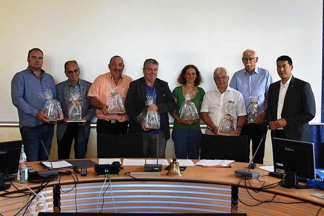 Bürgermeister Markus Hollemann verabschiedet acht Denzlinger Gemeinderäte