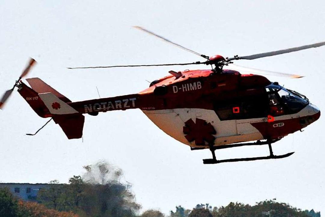 Mit einem Rettungshubschrauber wurde e...m Arbeitsunfall ins Klinikum gebracht.  | Foto: A3446 Patrick Seeger