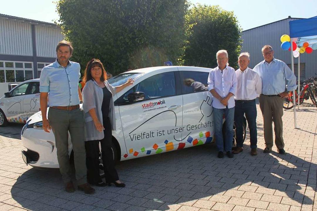E-Carsharing der Stadtwerke, der Initi...rken und Bürgermeister Alexander Guhl.  | Foto: Nina Witwicki