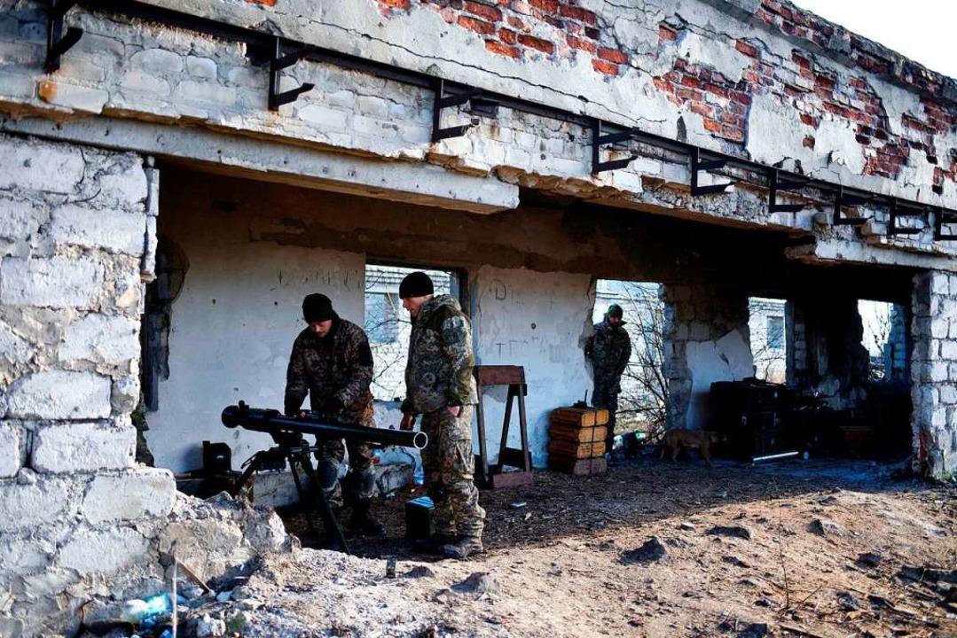 Ukrainische Soldaten eines Kampfverbandes beziehen Stellung im Donbass.  | Foto: Markiian Lyseiko
