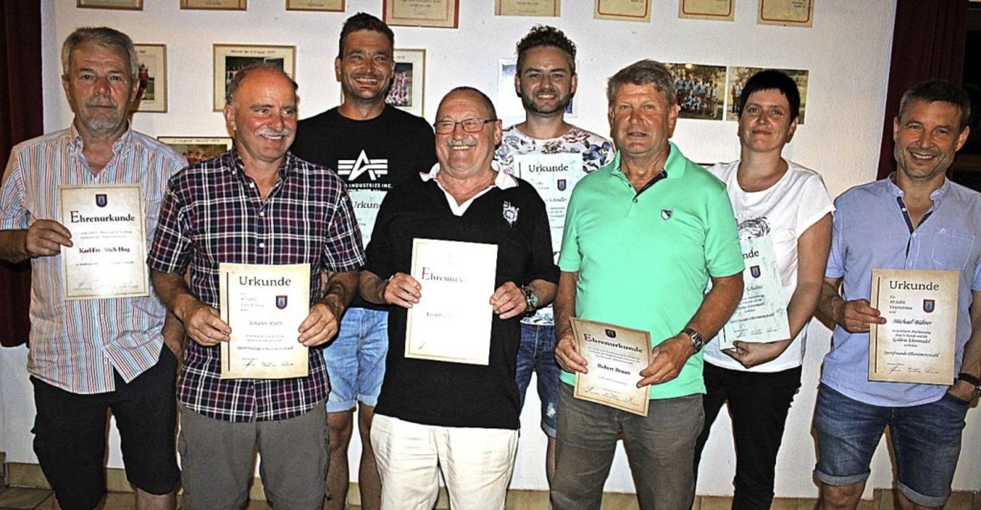 Die Sportfreunde Obersimonswald ehrten... beziehungsweise Ehrenmitgliedstatus.     Foto: Karin Heiß
