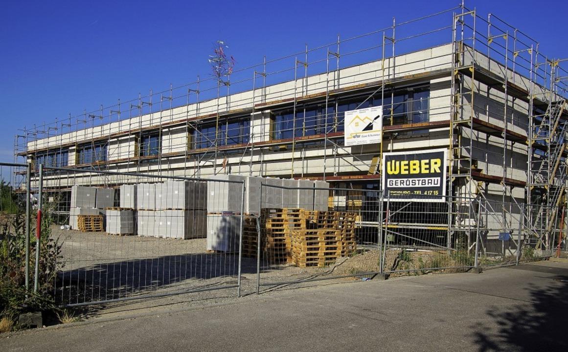 Noch ist die Grundschule  eine Baustel... sollen die Schüler einziehen können.   | Foto: Ilona Huege
