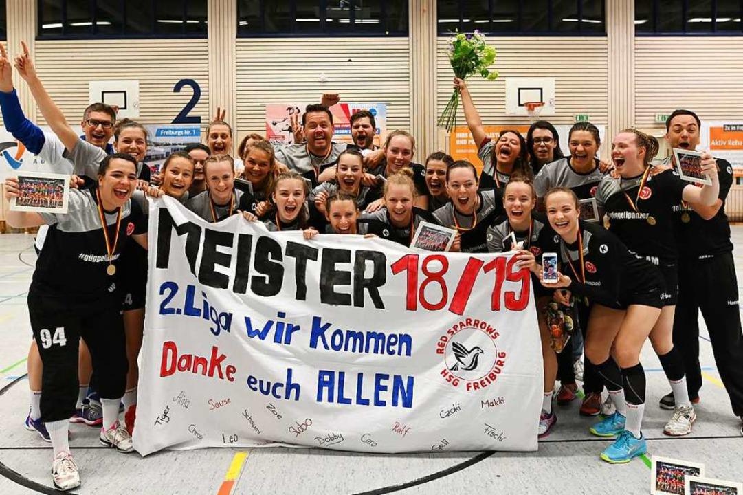 So feierten die Spielerinnen der HSG E... am 7. September beginnende Spielzeit.  | Foto: Patrick Seeger