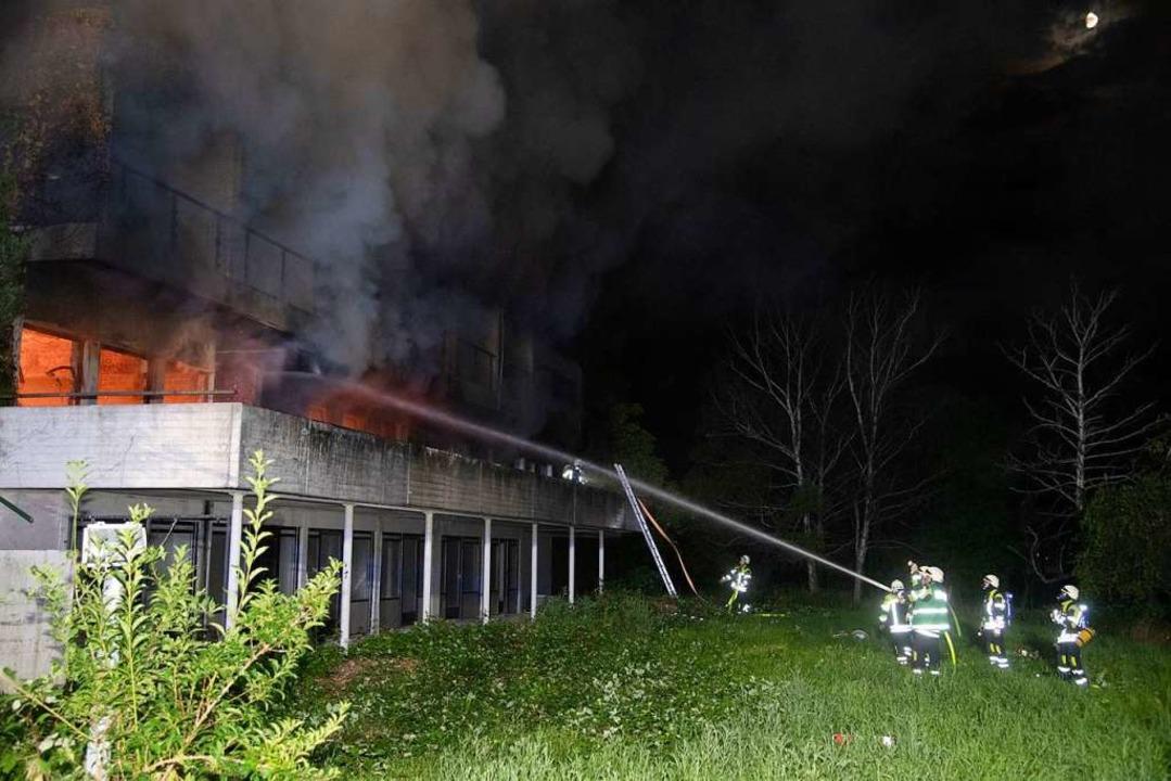 Die Feuerwehren  hatten das Feuer schnell unter Kontrolle.  | Foto: Volker Münch