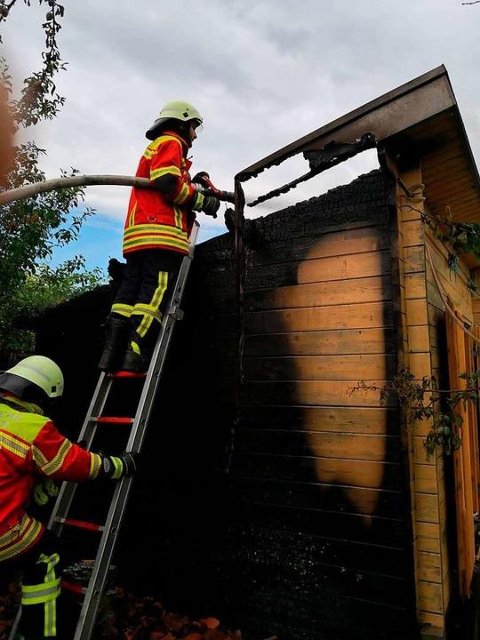 Am Montag brannte diese Rebhütte, ebenfalls in Ebringen.  | Foto: Feuerwehr Ebringen