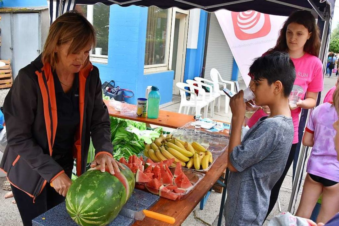 Zur Stärkung gab's auch frisches Obst.  | Foto: Heinz und Monika Vollmar