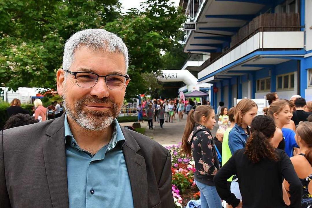 Für LMG-Direktor Frank Schührer ist Sw...eration zwischen Schulen und Vereinen.  | Foto: Heinz und Monika Vollmar