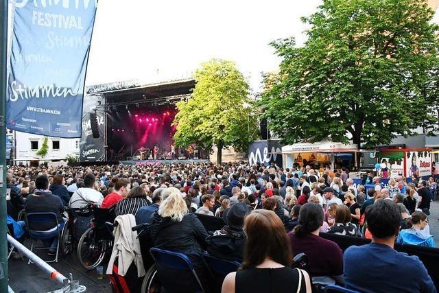 Rollstuhlfahrer können bei den Marktplatzkonzerten in Lörrach sicher mitfeiern