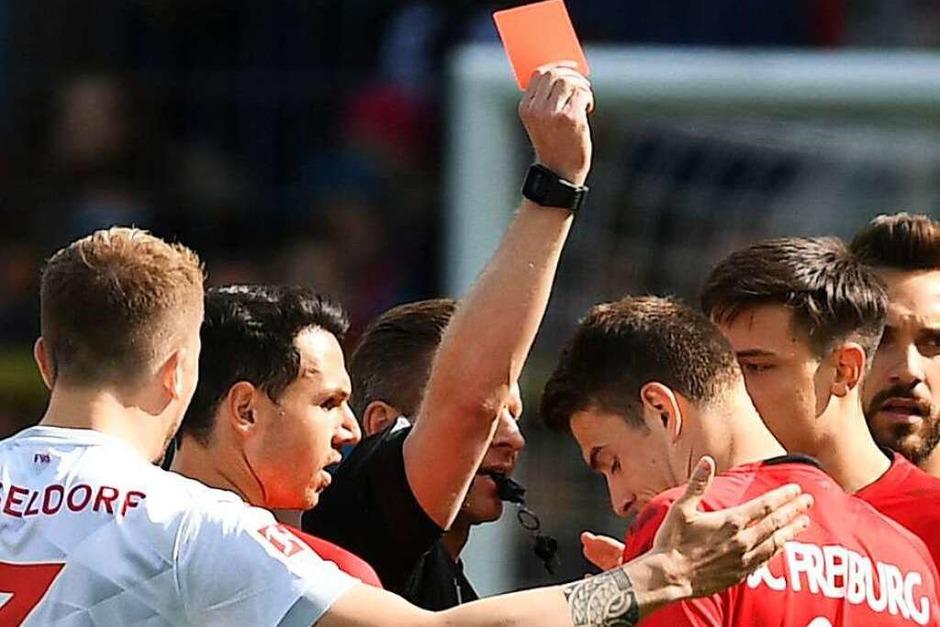 Mai 2019: Im letzten Aufeinandertreffen der beiden Teams geht Freiburg durch einen Foulelfmeter von Vincenzo Grifo früh mit 1:0 in Führung. Nach einer halben Stunde hat der Düsseldorfer Dawid Kownacki zu viel Platz und erzielt mit einem strammen Schuss den Ausgleich. Trotz der Gelb-Roten Karte gegen Janik Haberer kann der SC das Unentschieden halten. (Foto: Patrick Seeger (dpa))