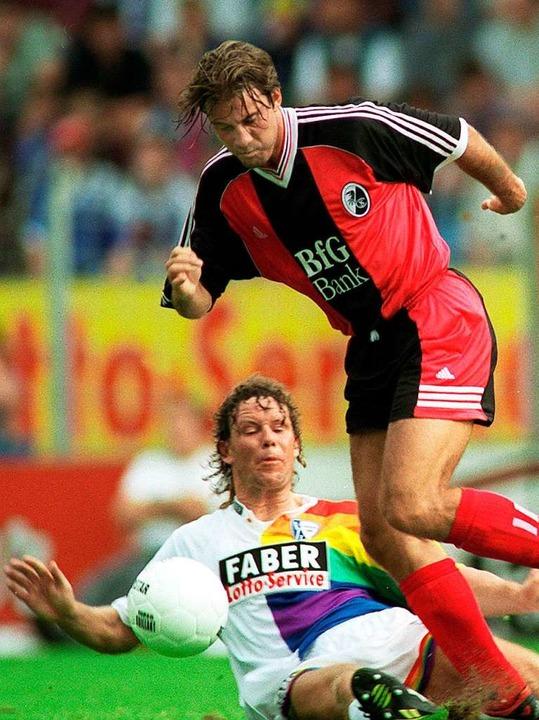 Mai 1998: Marco Weißhaupt (r., hier im...in der zweiten als in der ersten Liga.  | Foto: dpa/lsw