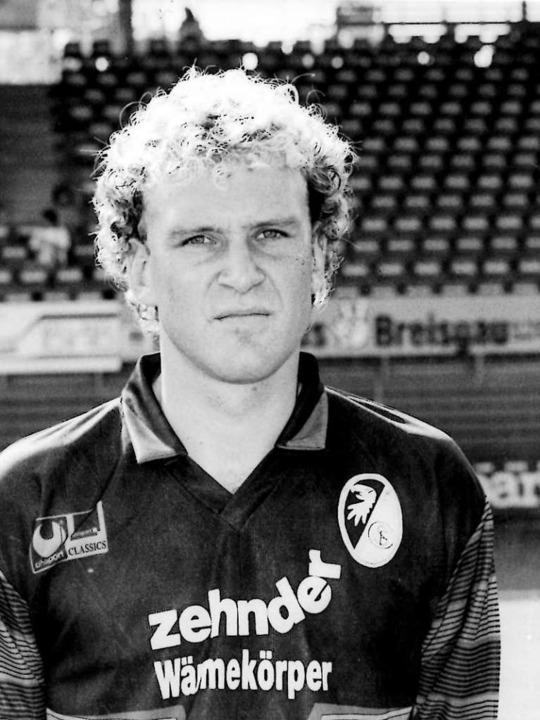 Juni 1989: Jörg Schmadtke steht nicht ...ch das Spiel im Schwarzwaldstadion an.  | Foto: -