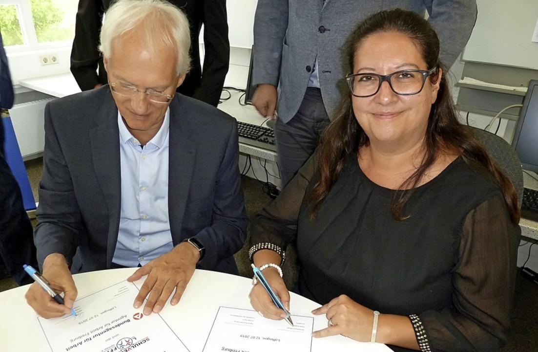 Christian Ramm und Sibylle Streibel un...chen Schulverbund und Arbeitsagentur.     Foto: Heidrun Simoneit