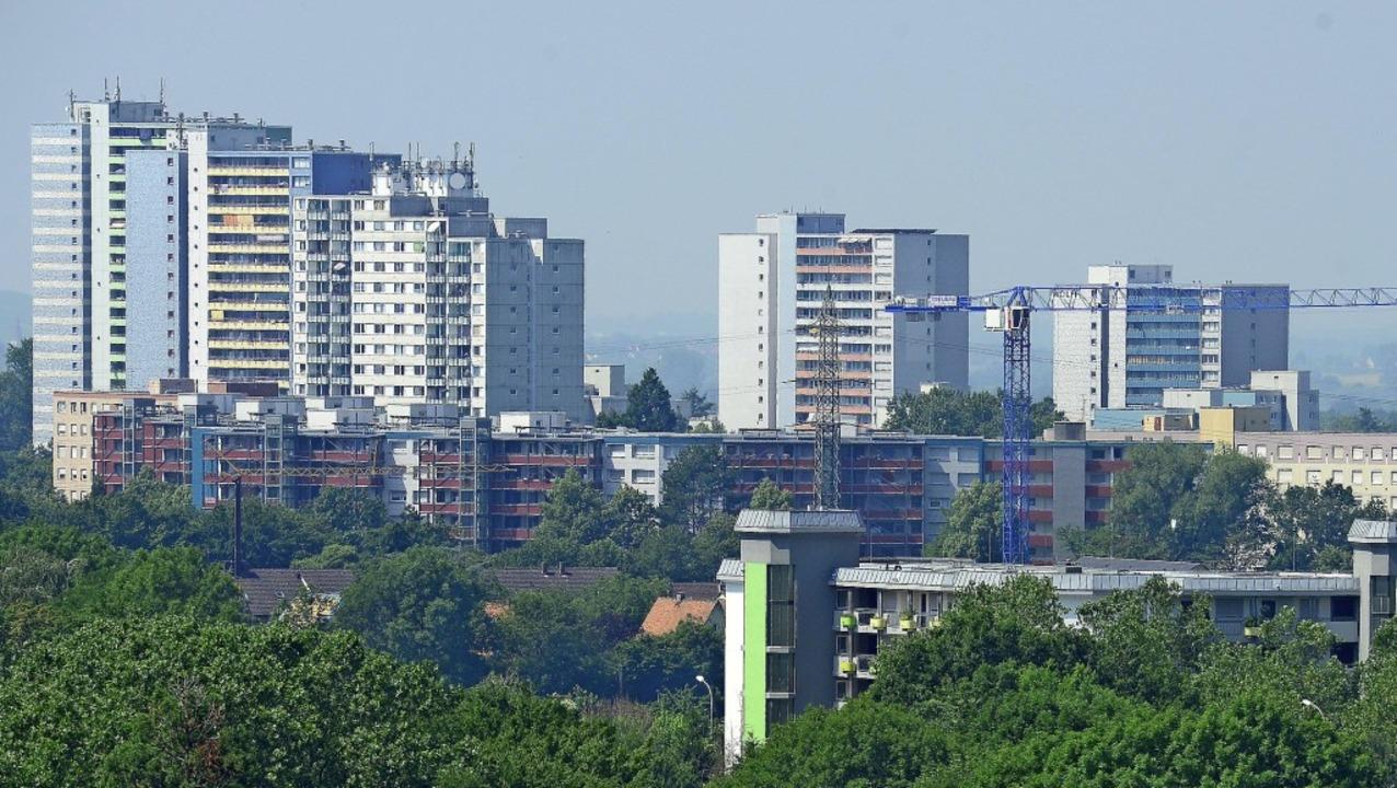 Hochhäuser dominieren den Stadtteil We...ten, der als sozialer Brennpunkt gilt.  | Foto: Ingo Schneider
