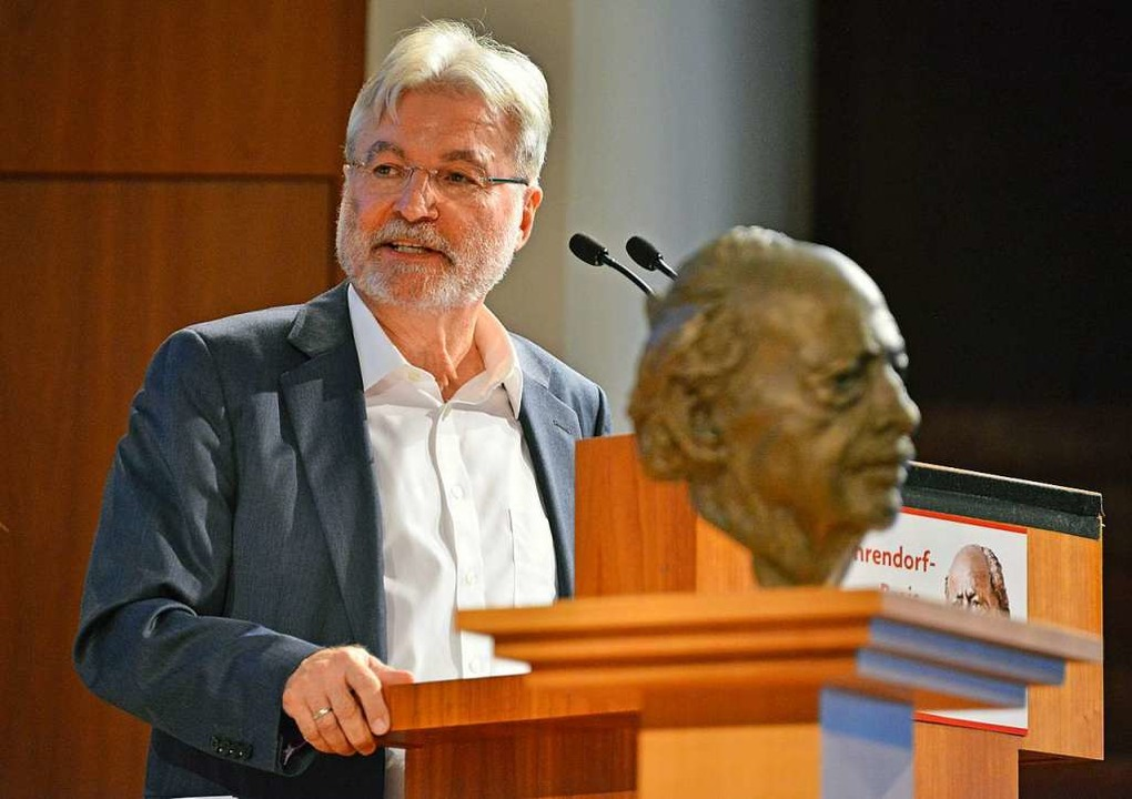 Nachdenken  über Dahrendorf: Jury-Chef Hauser bei der Preisverleihung  | Foto: Michael Bamberger
