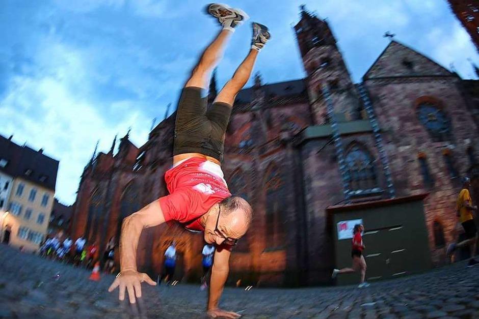 Hobbyläufer und ambitionierte Athleten gingen bei der Freiburger Laufnacht gleichermaßen an den Start. (Foto: Patrick Seeger)