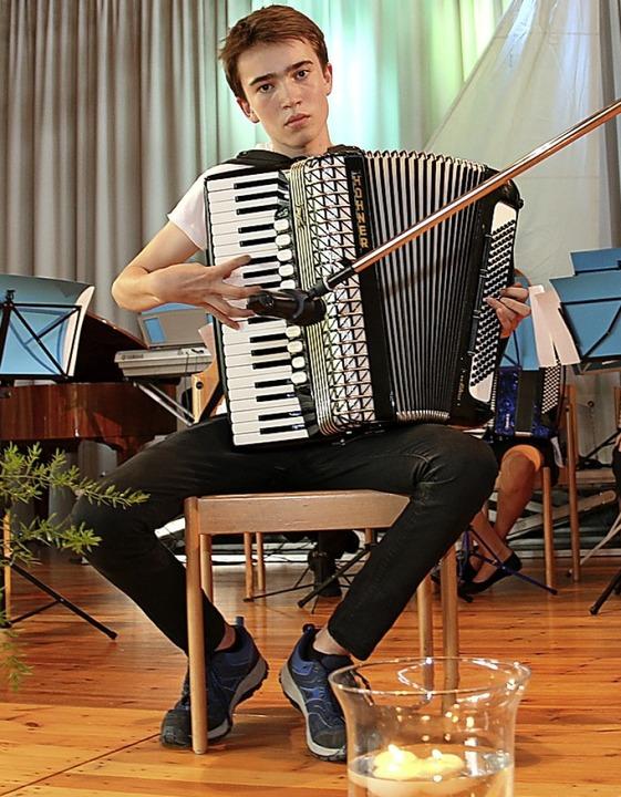 Der 13 Jahre alte Felix Miller bewies als Solist sein Talent.  | Foto: Dagmar Barber