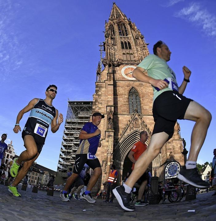 Hobbyläufer sowie ambitionierte Athlet...r Freiburger Laufnacht gleichermaßen.     Foto: Patrick Seeger