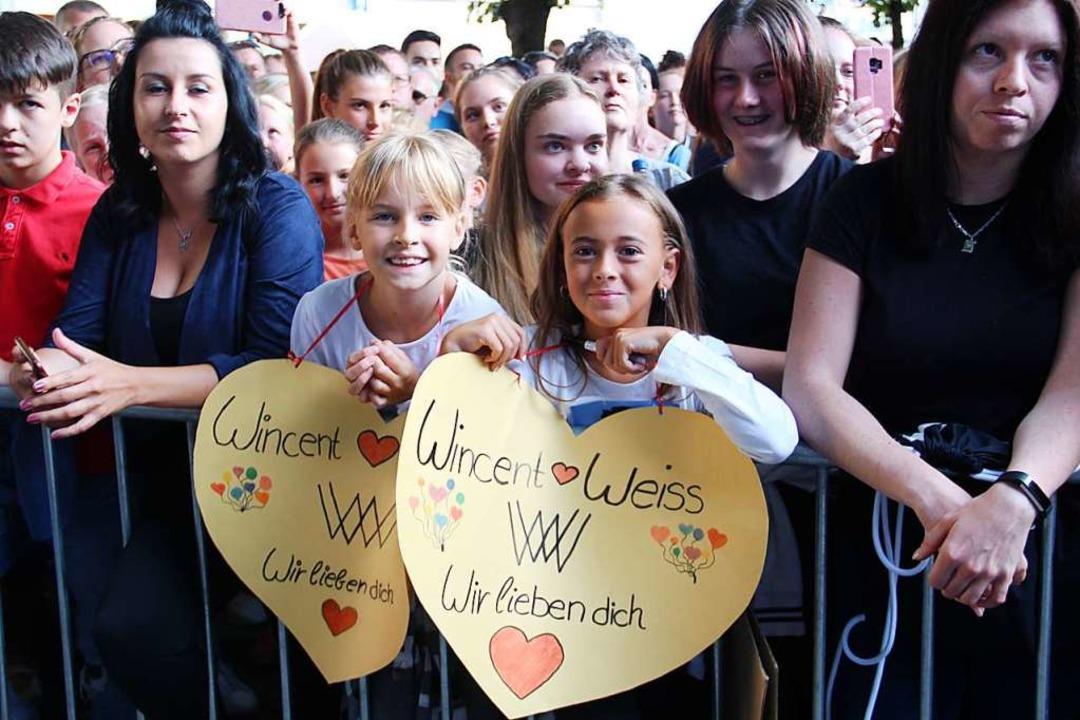 Die Wincent-Weiss-Fans sind jung und kreativ.  | Foto: Monika Weber